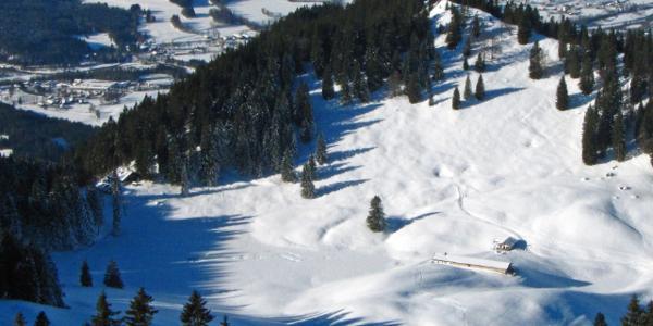 Seekaralm mit Lenggrieser Hütte (im Bild links)