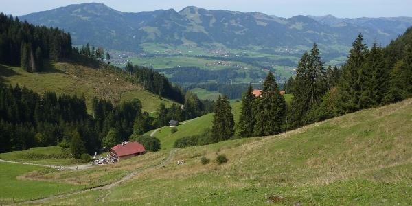 Die Gaisalpe mit Blick ins Tal