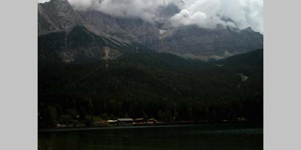 Am Eibsee mit Blick Richtung Zugspitze