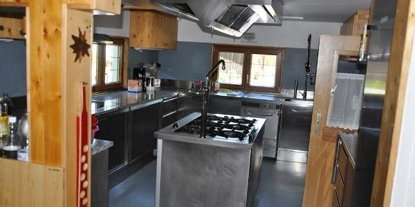 Küche ausgestattet für große Gruppen