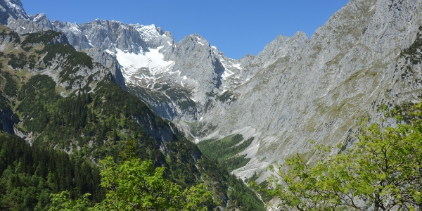 Herrlicher Ausblick vom Hupfleitenjoch/Schwarzenkopf Richtung Zugspitze