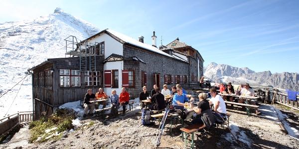 Watzmannhaus: Die begehrte Sonnenterrasse