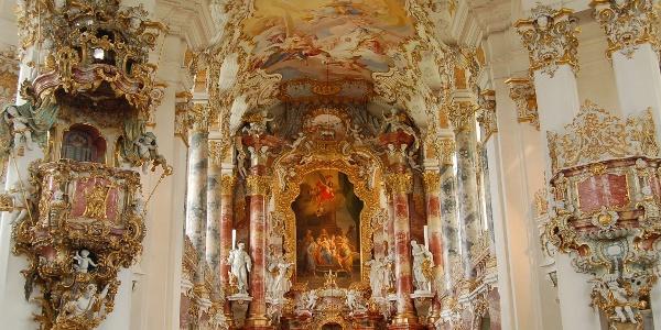 Altarraum der Wieskirche.