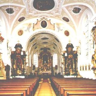 Innenansicht der Pfarrkirche St. Georg in Bedernau.