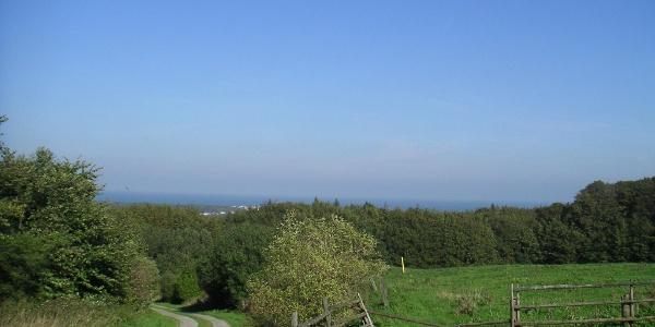 Vom Rande der Kühlung haben wir einen grandiosen Blick auf die Landschaft und das Meer.