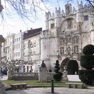 Durch das Tor Arca Santa María gelangt man direkt zur Kathedrale von Burgos.