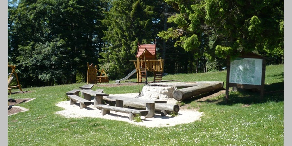 Bei der Plettenberghütte befindet sich ein Grill- und Spielplatz.