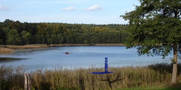 In Neuglobsow in der Gemeinde Stechlin liegt neben dem berühmten Großen Stechlinsee auch der kleinere Dagowsee.