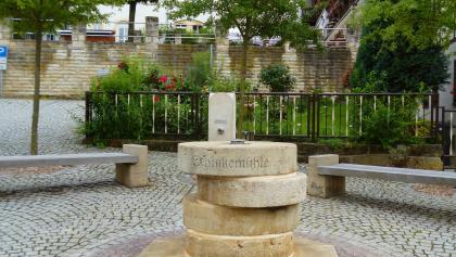 Der Brunnen aus vier Mühlsteinen