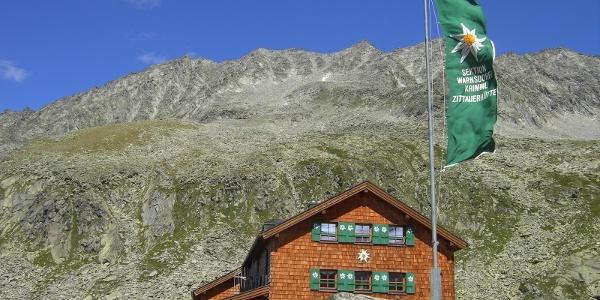 Zittauer Hütte mit Wildkarspitze