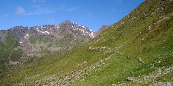 Aufstieg über Almen zum Furglersee
