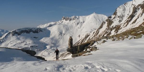 Inmitten einer grandiosen Bergwelt geht es hinauf zum Großen Moosboden.