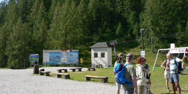 Ausgangspunkt ist die Bergstation der Standseilbahn Wurzeralm
