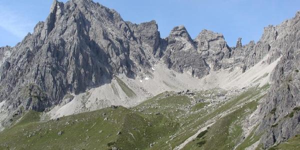 Hüttenblick ins Klettergebiet