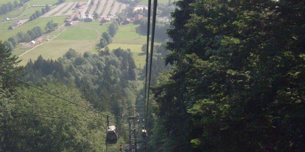 Ein Blick zurück ins Tal während der Fahrt aufs Brauneck.