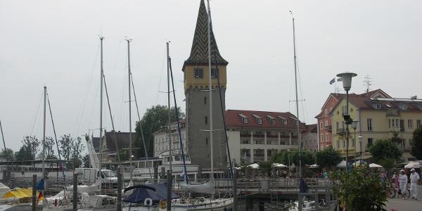 Die Seepromenade mit dem Mangturm