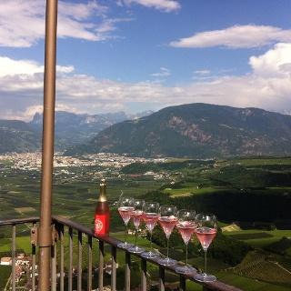 Weinprobe auf dem Turm von Schloss Boymont
