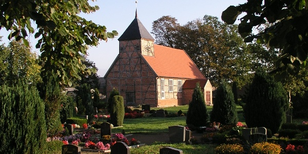 Die Kirche Plauerhagen ist ein unerwartetes Kleinod.