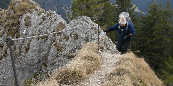 Vorsicht am Grad nicht unweit vom Gipfel entfernt