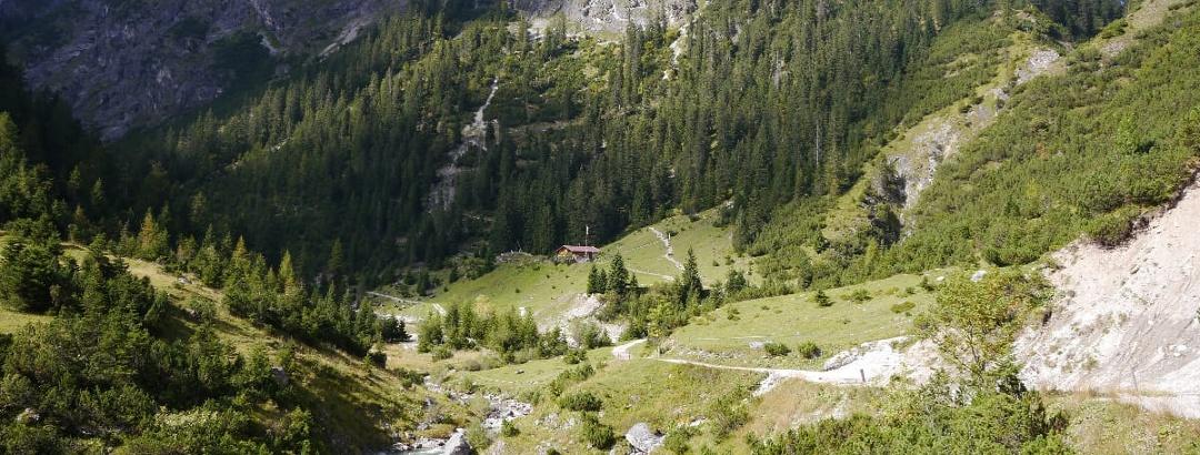 Alpine hut Untere Roßgumpenalm