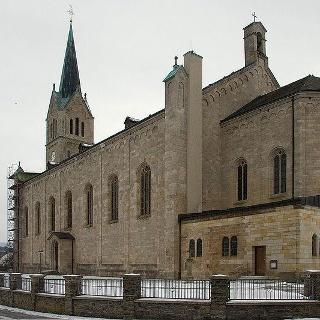 Südostseite der Pfarrkirche St. Peter und Paul in Medebach.