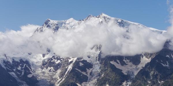 Aufgereiht wie auf einer Perlenkette: Signalkuppe mit der Capanna Regina Margherita, Zumsteinspitze, Dufourspitze und Nordend