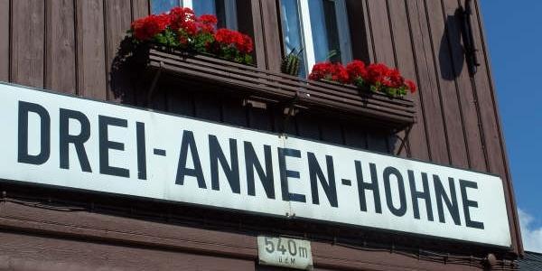 Der Bahnhof Drei Annen Hohne.
