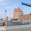Besondere Sehenswürdigkeit am Hafen in Demmin sind die mächtigen Speicher.