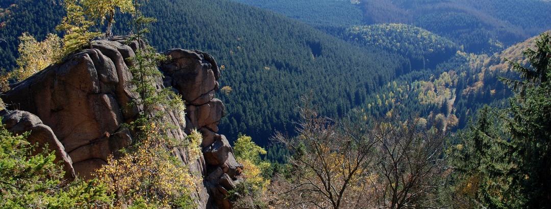 Die Rabenklippen bieten eine prächtige Sicht auf den Brocken.