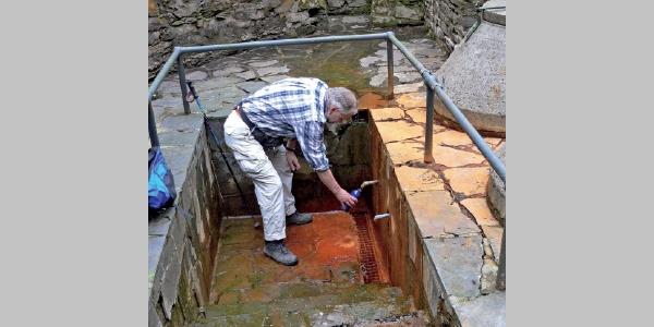Erfrischend: das Wasser aus dem Sauerbrunnen.