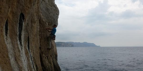2. SL - Abstieg am Riss entlang bis knapp über das Wasser