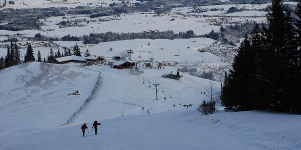 Skitourengeher im Aufstieg nach der Mittelstation