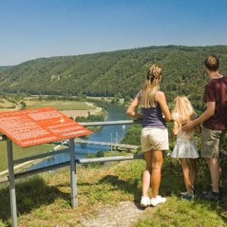 Blick ins Altmühltal vom Aussichtspunkt der Burgruine Eggersberg in Riedenburg
