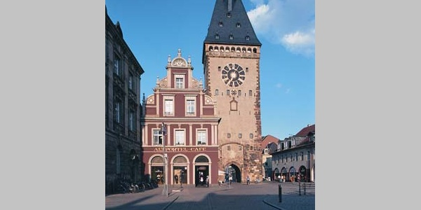 Das ehemalige Stadtor von Speyer, das Altpörtel.