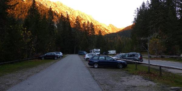 Der Parkplatz Zans ist Ausgangspunkt für den Günther Messner Steig.