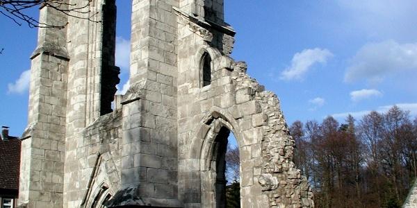 Auch als Ruine imposant - die ehemalige Klosterkirche.
