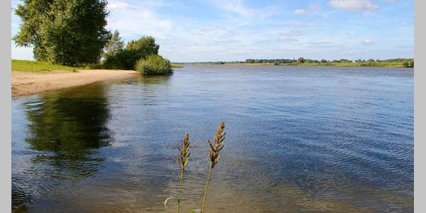 Die Elbe in der Nähe des Städtchens Dömitz.