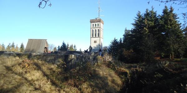 Georg-Viktor-Turm im Herbst