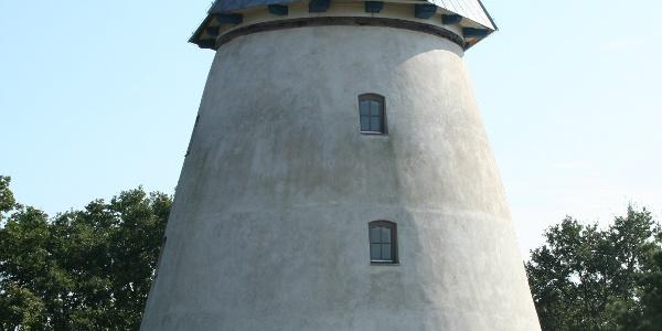 Wir entdecken am Wegesrand eine liebevoll restaurierte Windmühle.