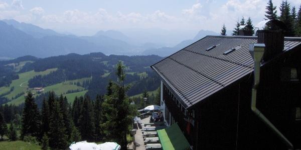 Das Spitzsteinhaus hat eine herrliche Aussichtsterrasse.