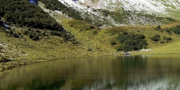 Ein herrlich klarer See unterhalb des Fellhorngipfels.