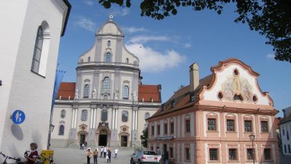 Die Basilika St. Anna in Altötting ist die größte im 20. Jahrhundert gebaute Kirche in Deutschland.