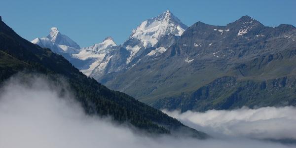 Zicht vanop Tignousa. Links de Matterhorn, rechts de Dent Blanche.