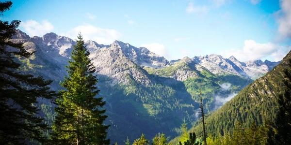 Ausblick vom Weg auf die Hornbachkette