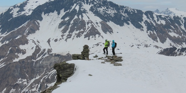 Auf dem Gipfel mit Scopi im Hintergrund