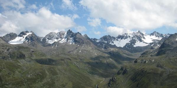 Blick in das Bieltal mit Haagspitze und Getschnerspitzen