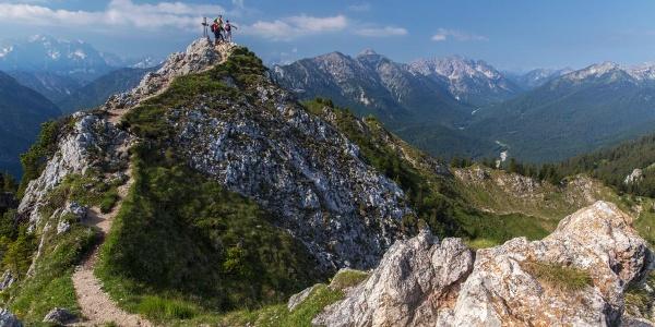 Blick auf Wetterstein und Ammergauer Alpen - Hüttenwanderung - Ammergauer Höhenweg