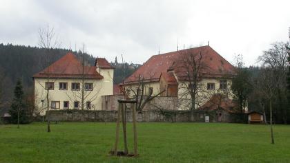 Das Schloss Neuenbürg beherbergt ein sehenswertes Museum.