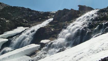 Wasserfall Chorreras Negras während der Schneeschmelze