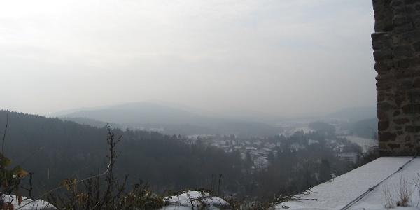 Von der Außenmauer hat man eine wunderbare Aussicht in die Rheinebene.